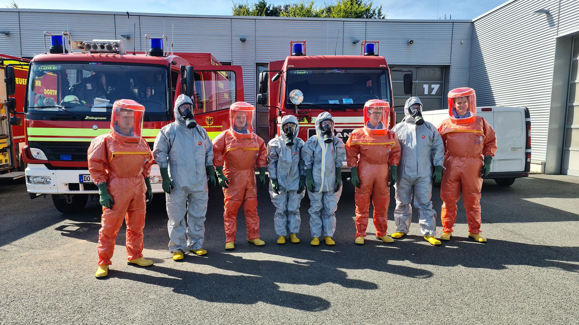 Feuerwehrleute in Schutzkleidung